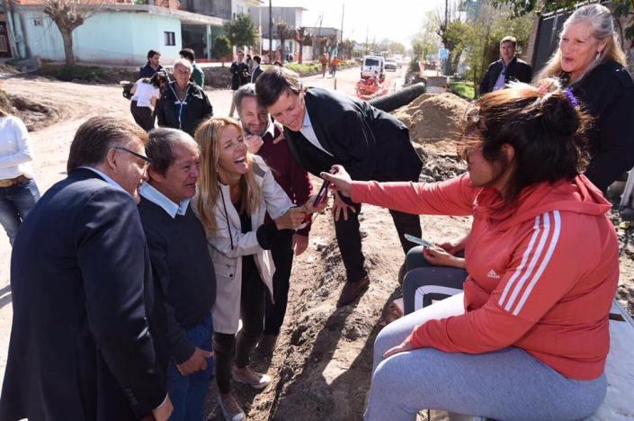Funcionarios de Nacion y el Municipio recorriendo Barrio Obligado