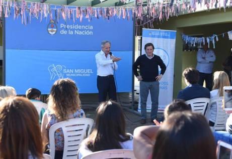 Andrés Ibarra y Jaime Méndez inaugurando el nuevo Punto Digital en San Miguel