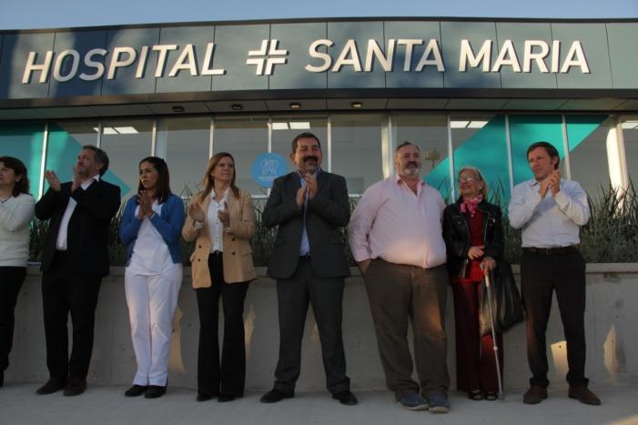 Autoridades en la inauguración del hospital